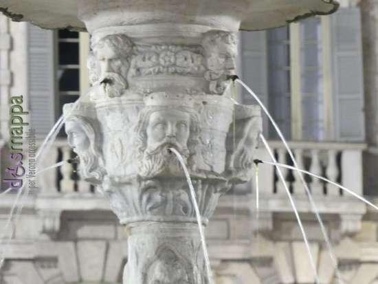 20170531 Piazza Erbe fontana Verona dismappa 490
