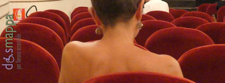 20170620 Donna teatro velluto rosso dismappa 221