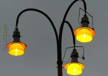 Lampioni gialli Piazza Nogara a Verona