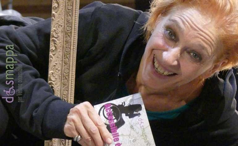 L'attrice Elisabetta Pozzi testimone di accessibilità per dismappa dopo la splendida interpretazione di Cassandra (fino a venerdì in Corte Mercato Vecchio, da non perdere).