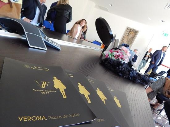 Le brochure di Verona Fashion 2017 alla presentazione della sfilata alla Camera di Commercio di Verona