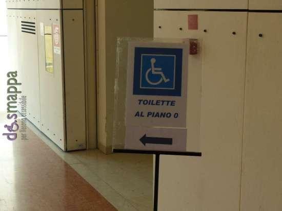 Il bagno accessibile è ora chiaramente segnalato al Palazzo della Gran Guardia