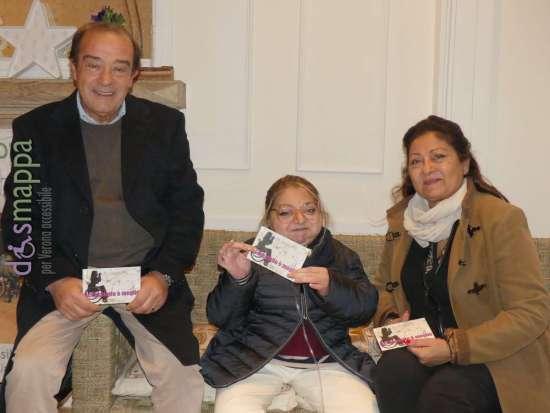 La vulcanica scrittrice Marina Cuollo, a Verona con i genitori Ketty e Leonardo in occasione della presentazione del suo libro a Verona, partecipano alla campagna con lusinghiera recensione di Casa disMappa