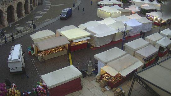 20171210 Bancarelle Santa Lucia Verona webcam