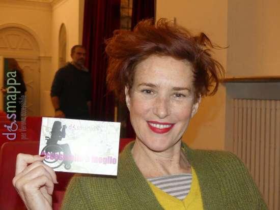 L'attrice Lucrezia Lante della Rovere, al Teatro Nuovo di Verona dove è protagonista del Il padre, testimone di accessibilità per dismappa.