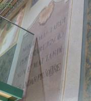 Massime dipinte nella Sala degli Affreschi (al piano rialzato della Biblioteca Civica in via Cappello): 20151002_p1930411 2 Non è mai tardi per tentar l'ignoto, non è mai tardi per andar più oltre. Gabriele d'Annunzio 20151002_p1930408 2 Fatti non foste a viver come bruti ma per seguir virtute e conoscenza Dante Alighieri 20151002_p1930422 2 Non siamo nati soltanto per noi stessi Cicerone20151002_p1930407 2 Non molte cose ma molto. Massima latina tratta da una frase di Plinio il Giovane