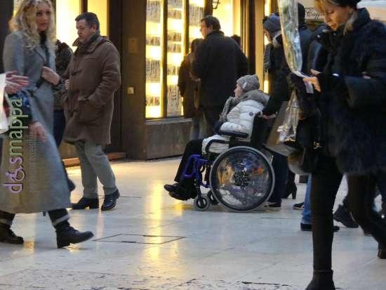 20170211 donna disabile carrozzina via mazzini verona dismappa 949