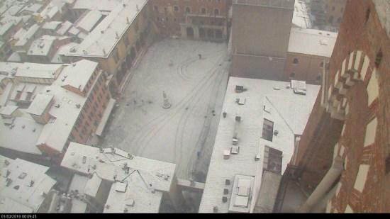 20180301 Neve Verona Piazza dei Signori Dante webcam