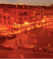 Piazza Bra dalla webcam in rosso