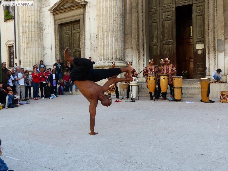 danze e percussioni A Voz do tambor afro-brasileiro Gruppo Pé no Chão