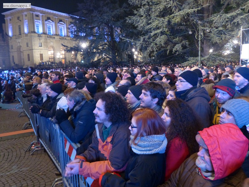 spazio riservato agli spettatori con disabilità al concerto di san silvestro in piazza bra a verona per il live di enrico ruggeri