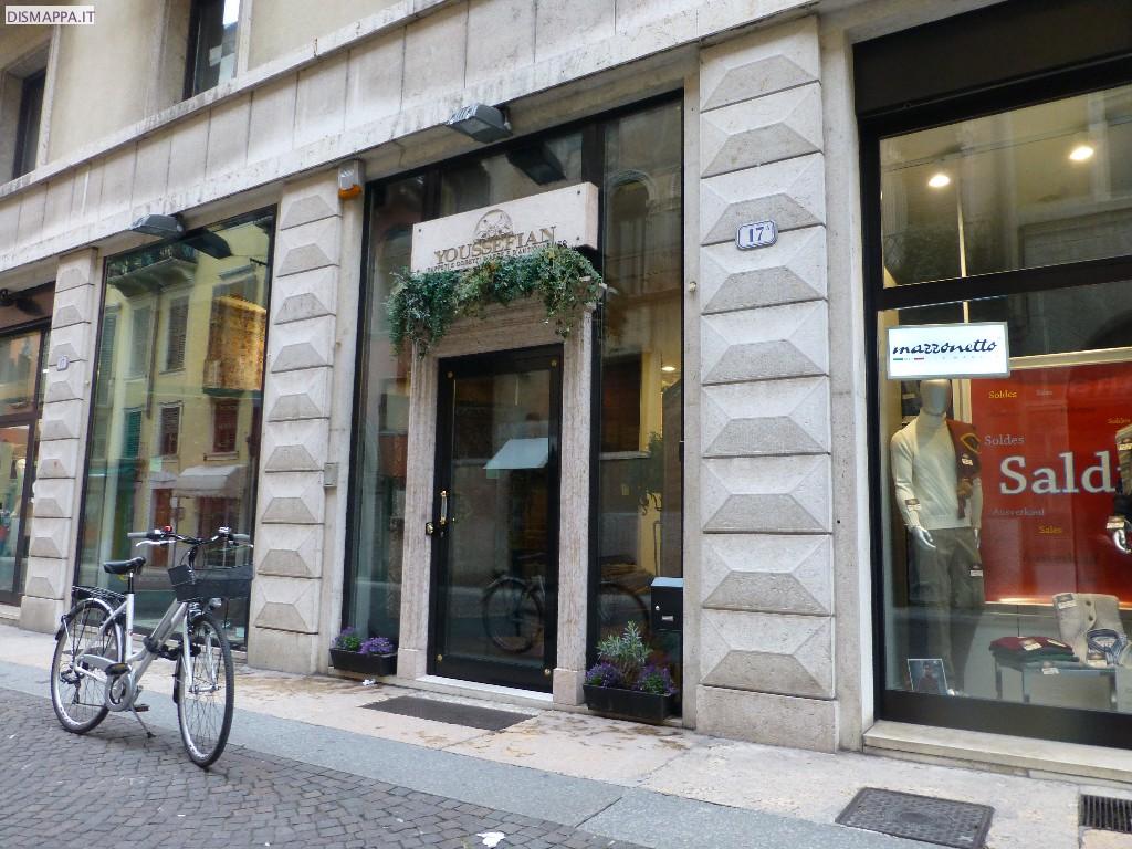 Negozi accessibili in via Stella, Verona