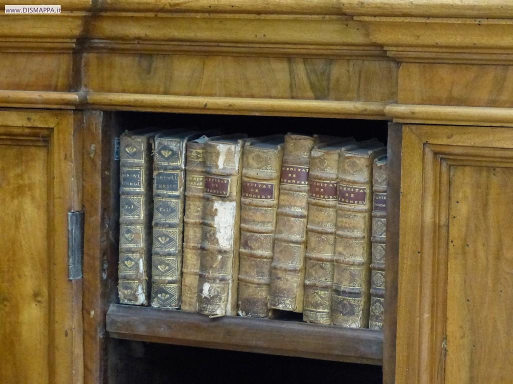 Piccoli libri antichi alla Volumi antichi alla Biblioteca storica della Biblioteca Civica di Verona