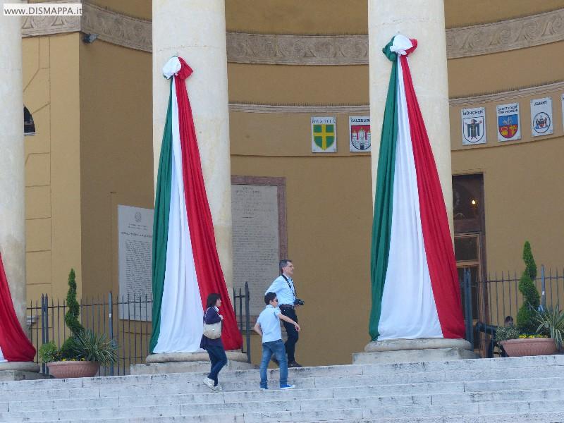 Tricolore a Palazzo Barbieri, sede del Comune di Verona