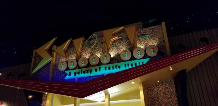 6 Reasons Why Sci Fi Dine In Theater Restaurant Should Be On