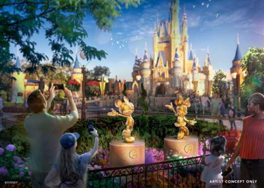 Micky und Minnie Maus als goldene Statuen vor dem Cinderella Castle