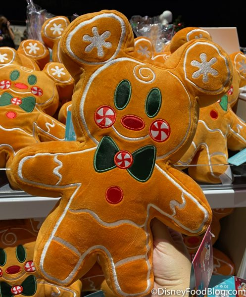 Disneyland 2020 Backlot Premiere Gingerbread Plush Mickey Minnie 2