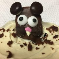 Help The Groundhog Find His Shadow With These Easy To Make Groundhog Day Cupcakes