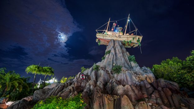 Disney H2O Glow Nights Walt-Disney-World Typhoon Lagoon