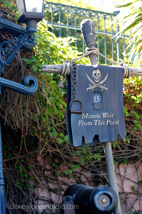 Estandarte de tiempo en Piratas de Caribe en Disneylandia