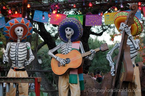 Mariachis - Dia de Muertos en Disneylandia