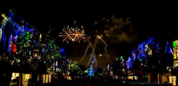 Disneyland Forever Fireworks - Disneylandiaaldia.com