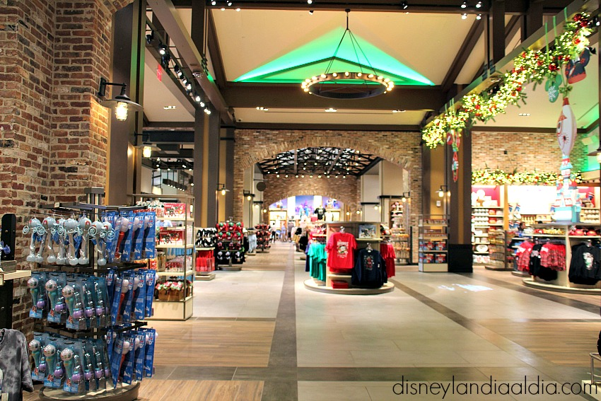 De Compras en World of Disney en Disneylandia