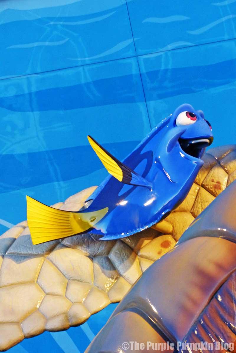 Disney's Art of Animation Resort - Finding Nemo Courtyard - Dory Statue