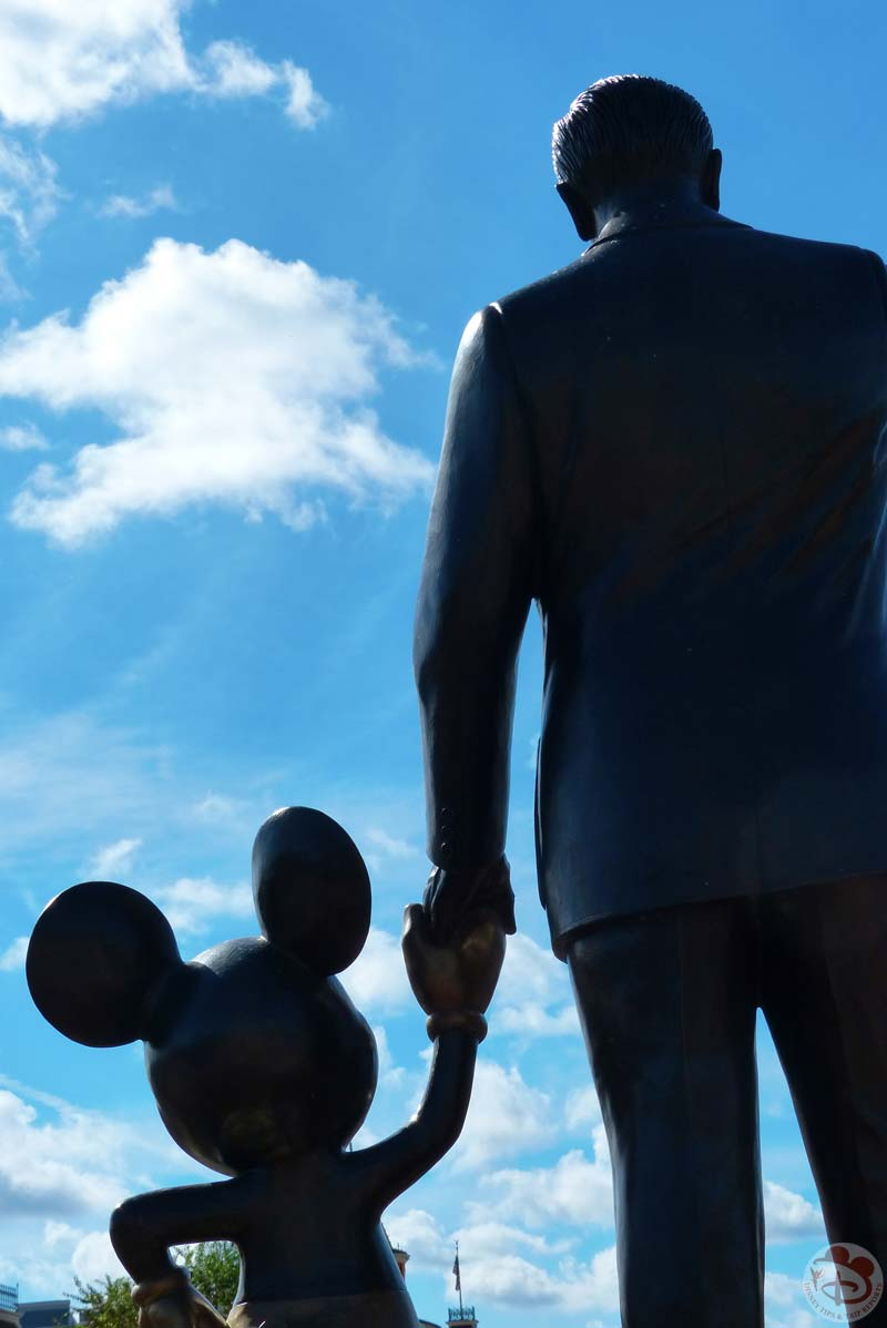 Magic Kingdom - Walt & Mickey Statue