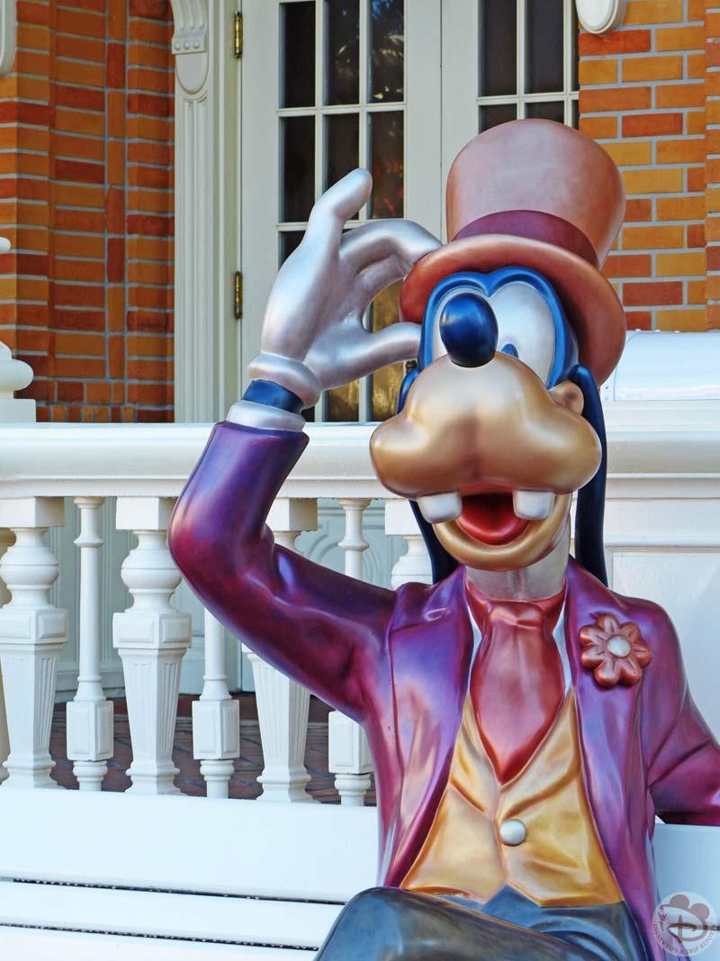 Magic Kingdom - Goofy Statue