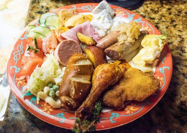 biergarten-epcot-food-plate-3