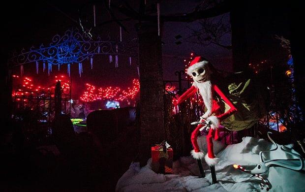 jack-skellington-haunted-mansion-holiday-wide-graveyard-disneyland