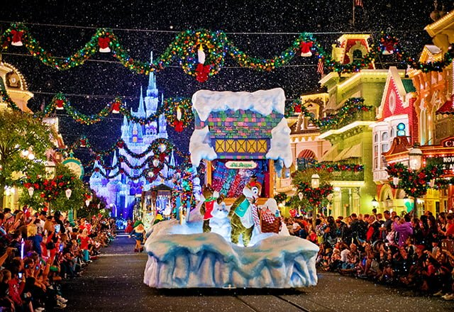chip-dale-christmas-parade-full-float
