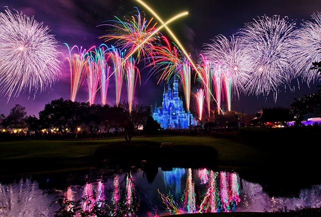 holiday-wishes-finale-christmas-disney-world-fireworks-bricker