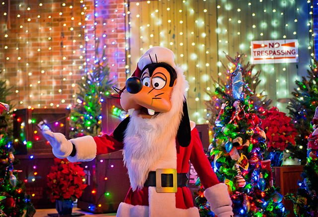 osborne-lights-santa-goofy