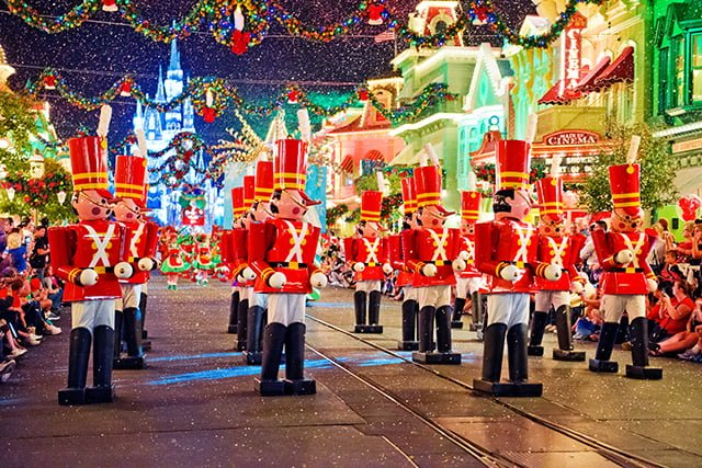 toy-soldiers-disney-parade
