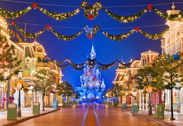Disneyland Paris Empty Main Street - Night