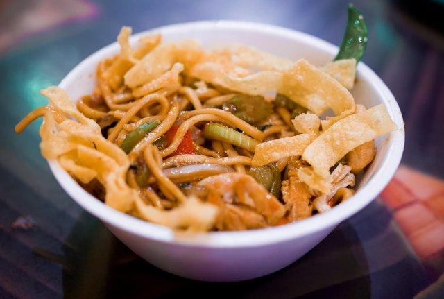 stir-fry-noodles-captain-cooks-disney-world