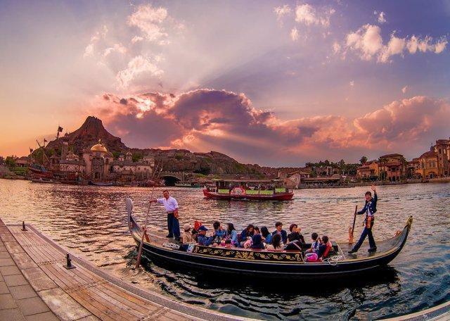 mediterranean-harbor-sunset-gondola-prometheus