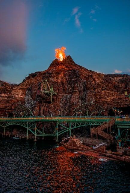 mount-prometheus-erupts