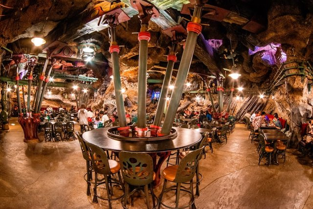 vulcania-restaurant-seating