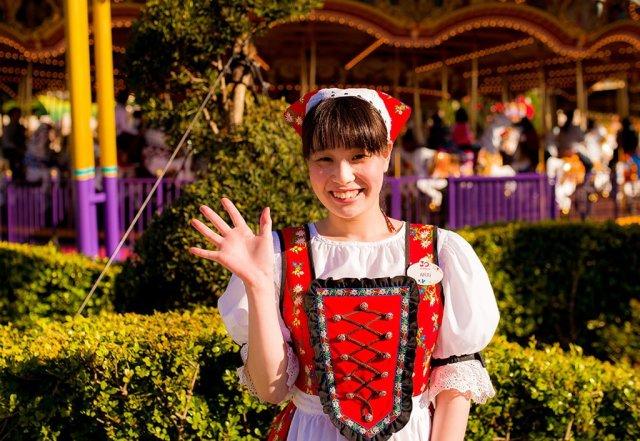 fantasyland-cast-member-tokyo-disneyland