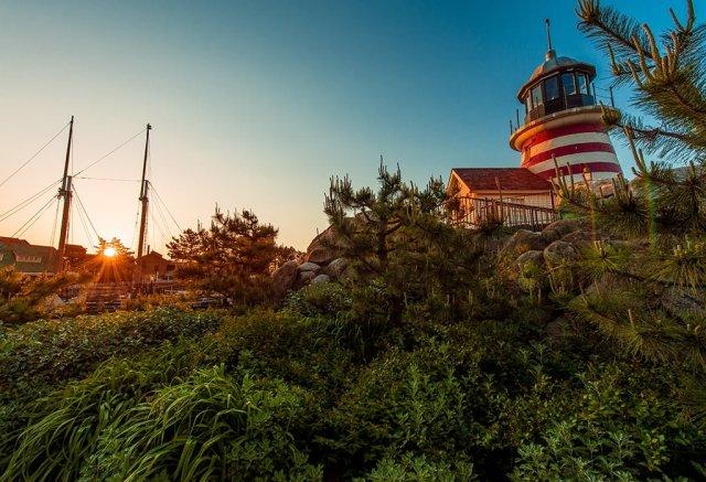 cape-cod-tokyo-disneysea-lighthouse-sunrise