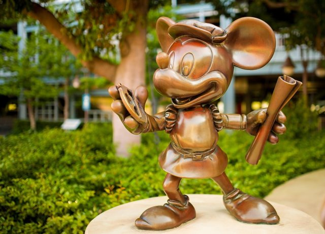 disneysea-mickey-statue