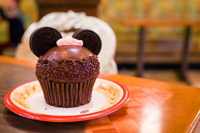 chocolate-cupcake-captain-cooks-disney-world