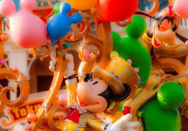 mickey-mouse-balloon-entrance