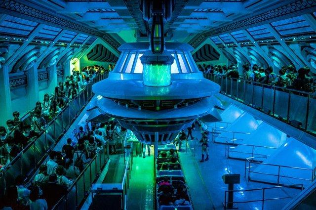 space-mountain-interior-queue-tokyo-disneyland