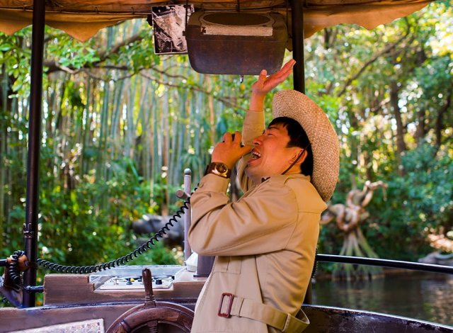 tokyo-disneyland-jungle-cruise-skipper
