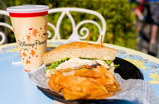jolly-holiday-bakery-mozzarella-sandwich
