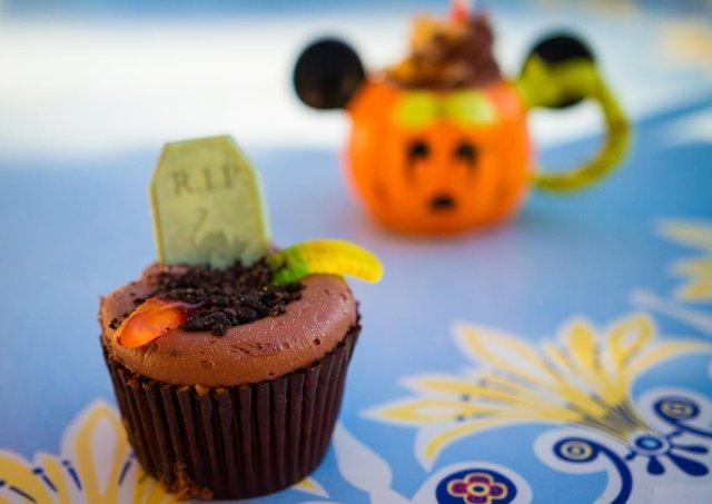 rip-cupcake-disneyland-jolly-holiday-bakery